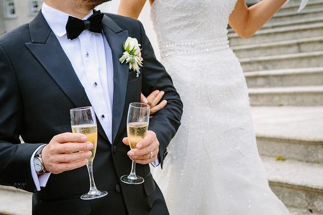 svatebčan se šampaňským