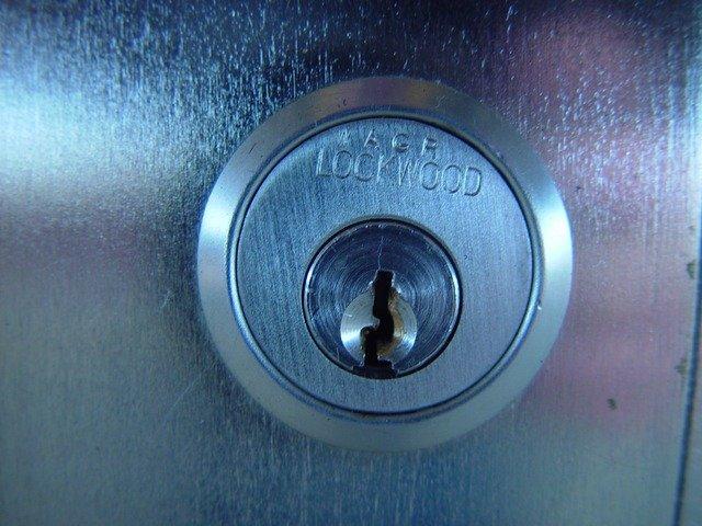 zámek u dveří