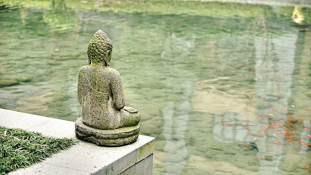 socha u vody v Číně