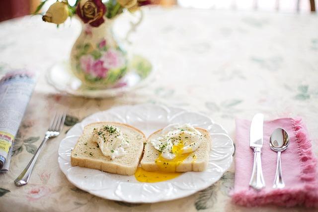 ztracená vejce na chlebu