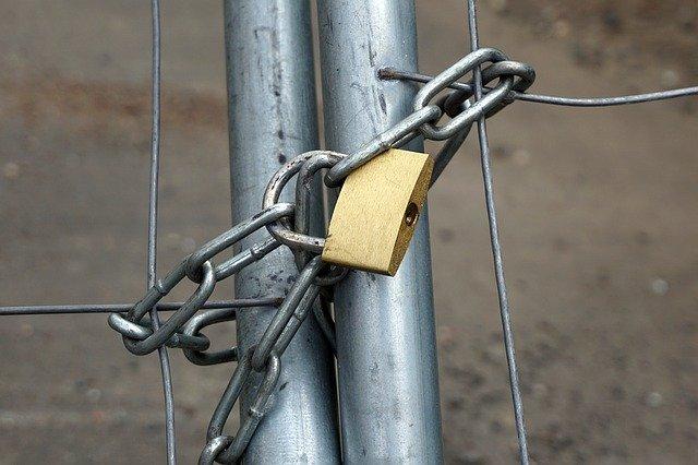 zamčený plot