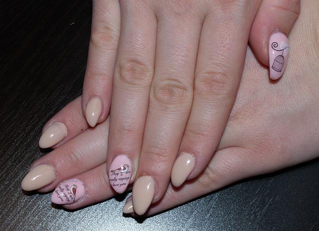 gelové nehty