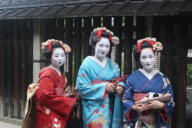 holky v kimonu