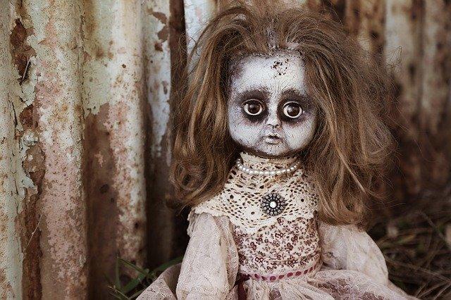 strašidelná panenka