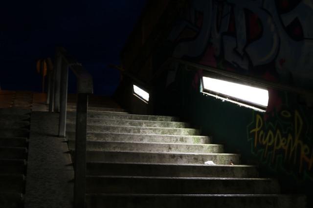 tmavé schody