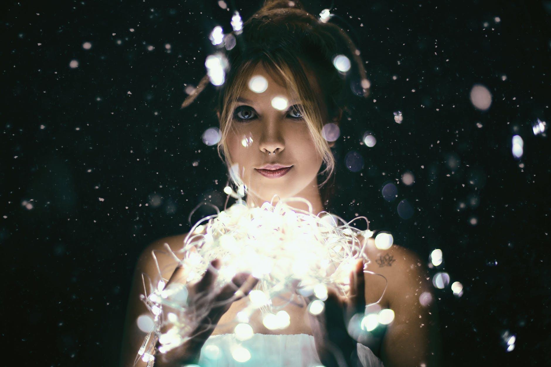 pekná žena, svetlá